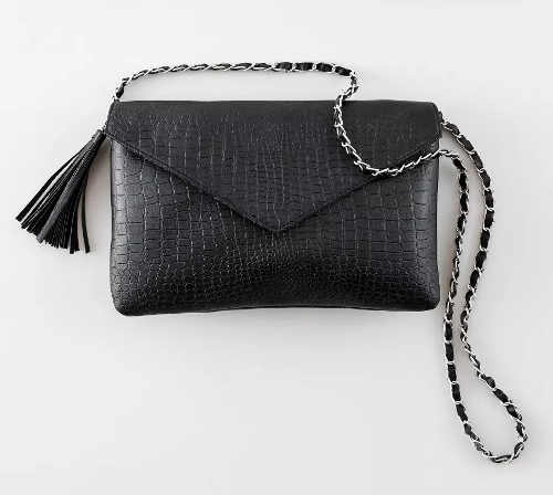 Malá černá kabelka motiv hadí kůže