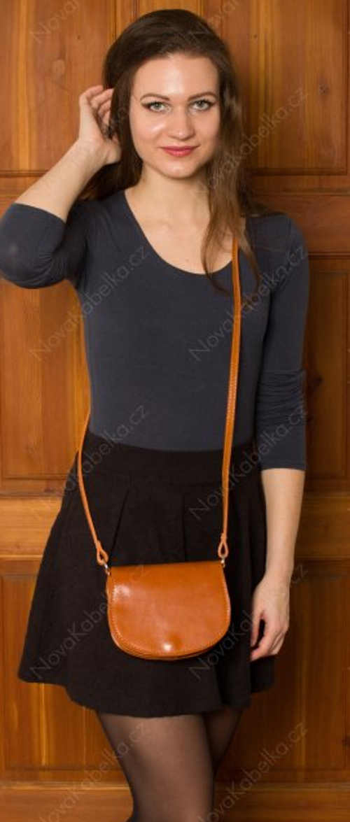 Malá kožená kabelka s dlouhým popruhem