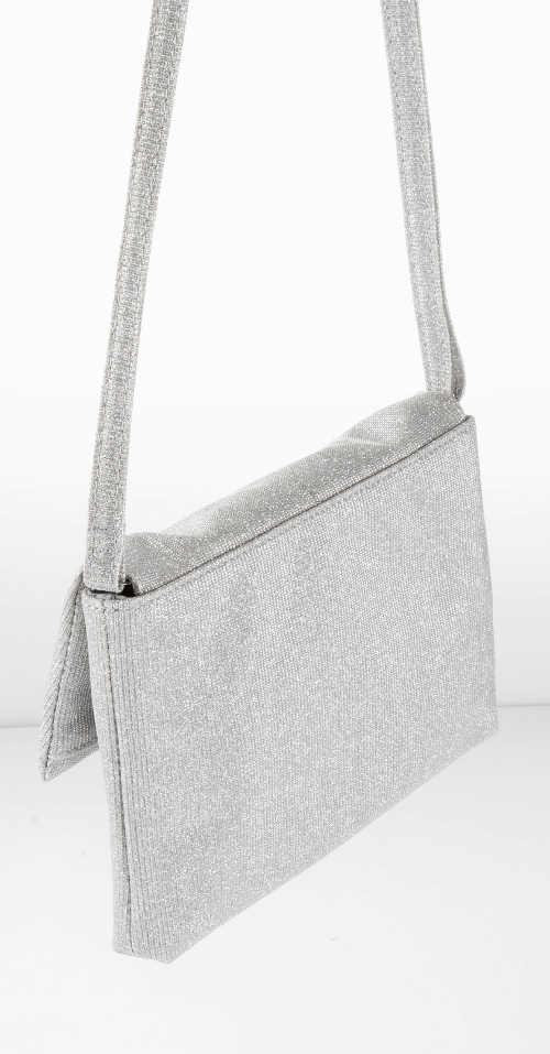 Malá stříbrná kabelka přes rameno