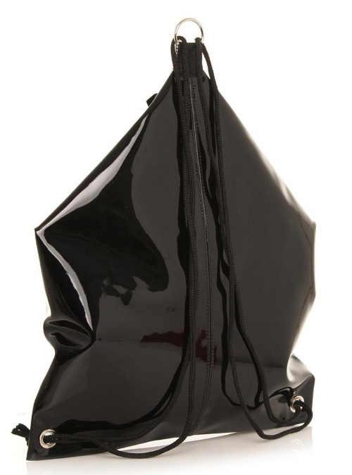 Trendy lesklý kožený batoh pro mladé
