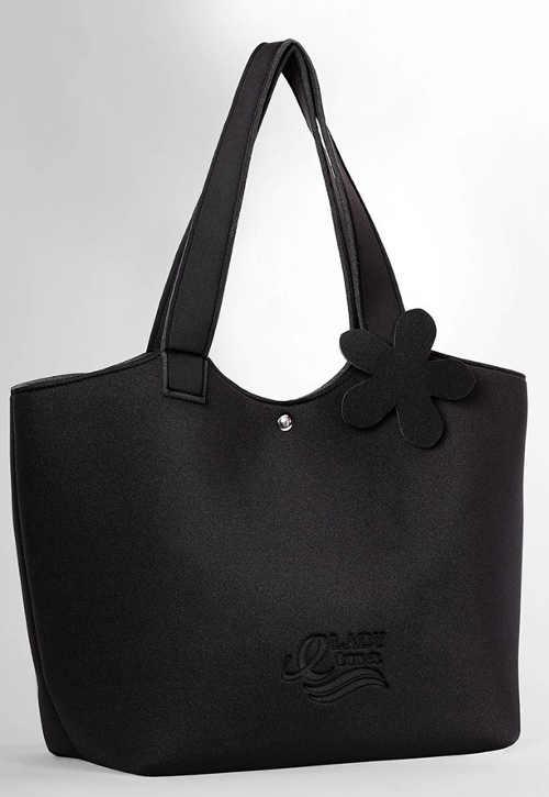 Černá plážová taška na dovolenou u moře