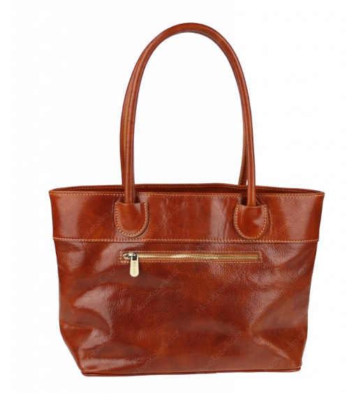 Dostatečně prostorná stylová kabelka z kůže