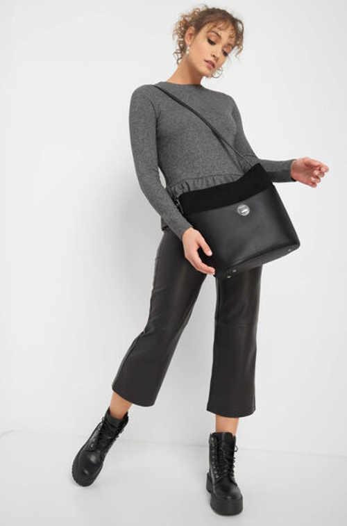 Krásná moderní kabelka v hobo stylu