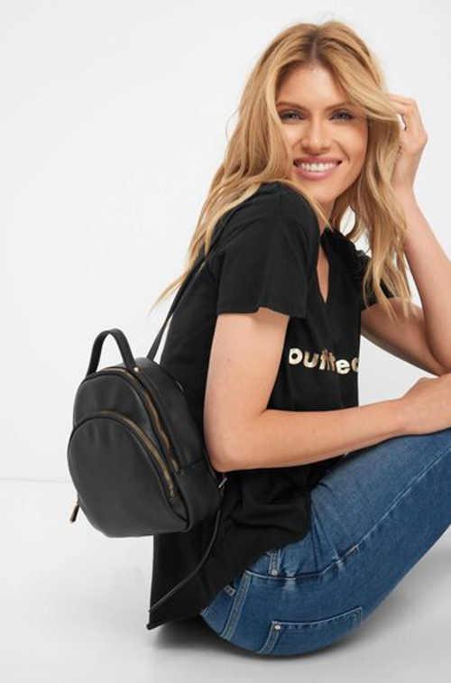 Krásný malý batoh v černém provedení