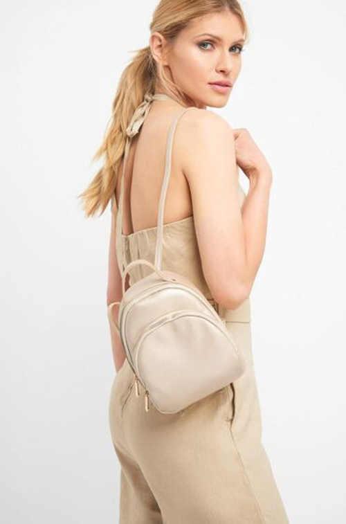 Moderní malý batoh v elegantním provedení