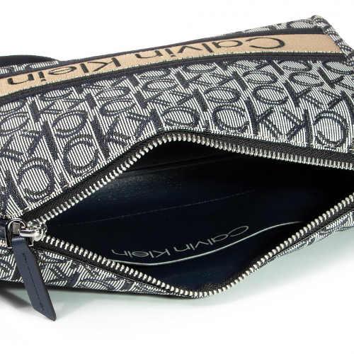 Praktická a ocenitelná kabelka pro nejnutnější