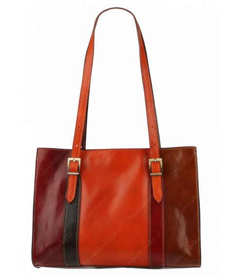 barevná kožená kabelka nejen do města