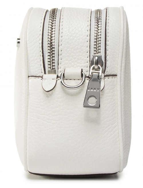 Malá bílá kožená kabelka se dvěma samostatnými kapsami na zip
