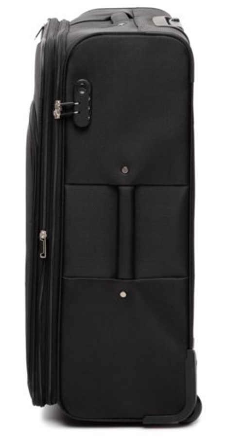Černý cestovní kufr s bezpečnostním pásem na oblečení