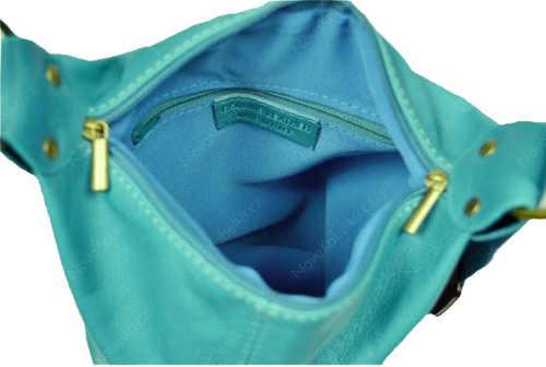 Modrá kožená kabelka nositelná jako batoh
