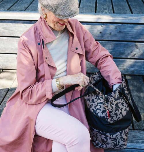 Velká nákupní kabelka přes rameno pro mladé i starší