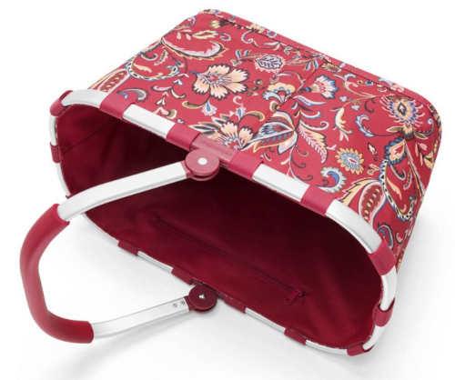 Červený nákupní košík s květinovým potiskem
