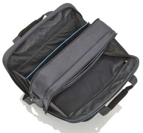 Praktické vnitřní uspořádání cestovní tašky včetně polstrované přihrádky na notebook